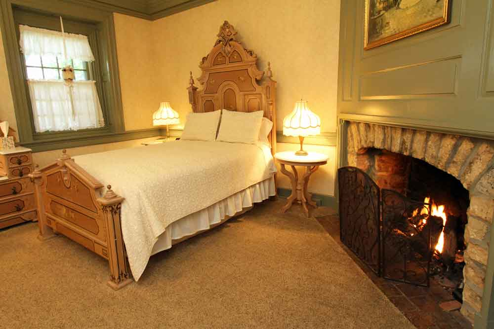 Lancaster PA Farmstay Fireplace Room Rocky Acre Farm Bed